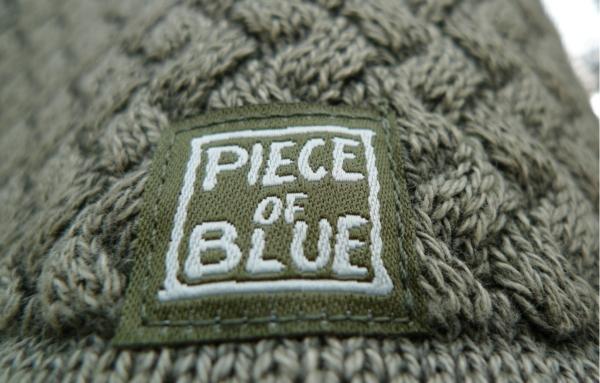 Close up. Elegant Rullekrave Pullover i Olivengrøn. Piece of Blue