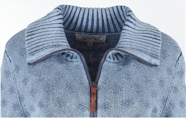 Close up. Cardigan med stor krave i lys indigo blå. Piece of Blue