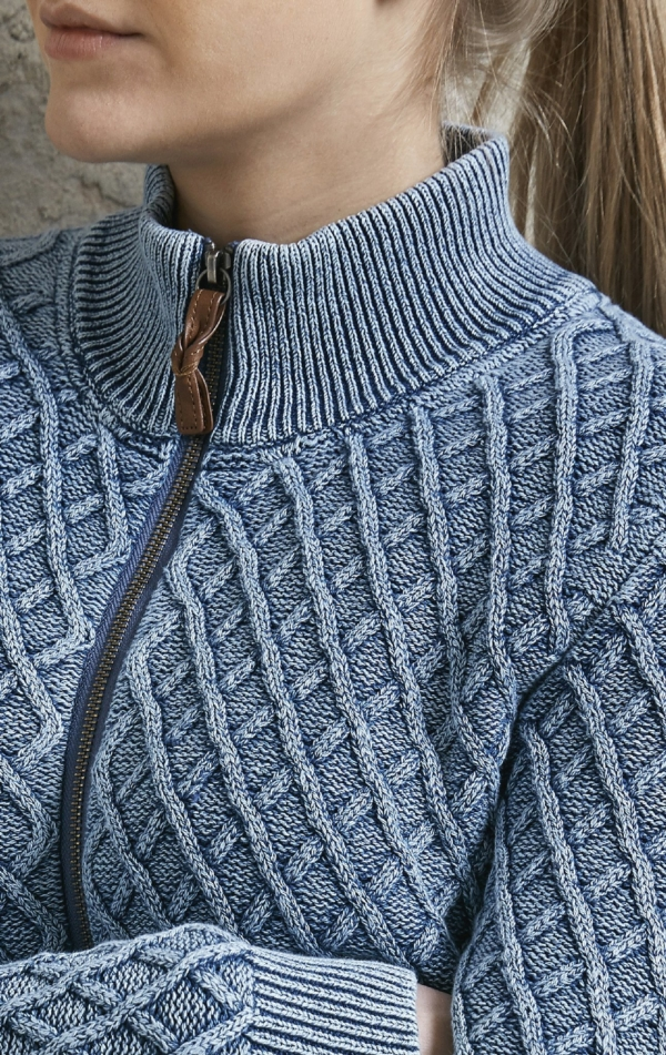Close up. Boyfriend Cardigan i Lys Indigo Blå. Piece of Blue