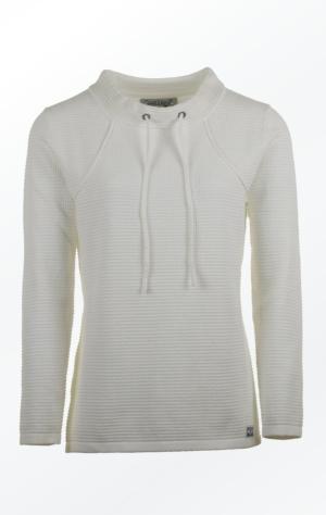 Hvid Pullover i Feminint Strik Mønster til Piger fra Piece of Blue.