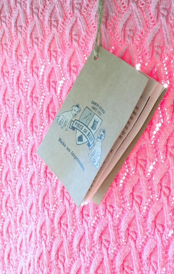 Pink kortærmet Pullover Strikket i ren Bomuld til Kvinder fra Piece of Blue. Close up 2.