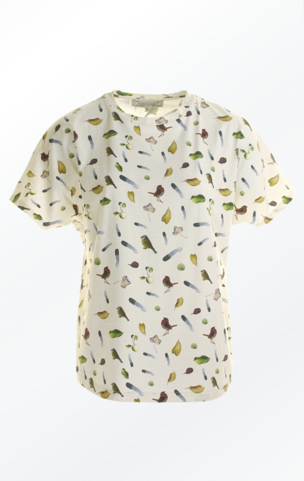 Råhvid Kortærmet T-Shirt Printet i Flot Mønster fra Piece of Blue