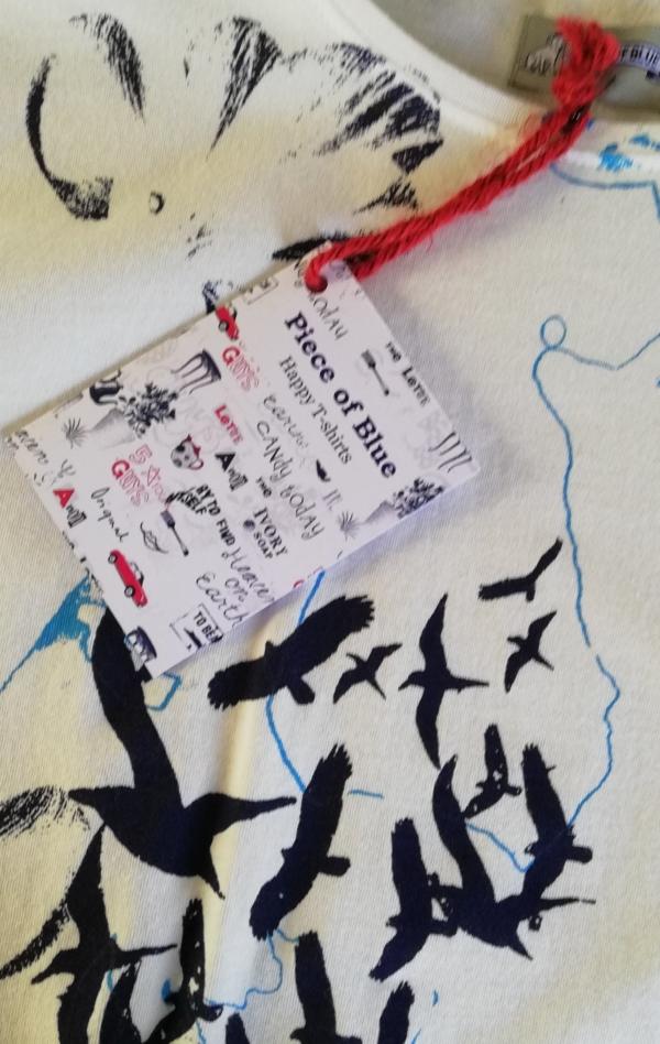 Håndprintet Hvid T-shirt med Flot Mønster til Piger fra Piece of Blue. Close up 1.