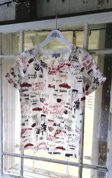 Håndprintet Hvid T-shirt med Glad Mønster til Piger fra Piece of Blue