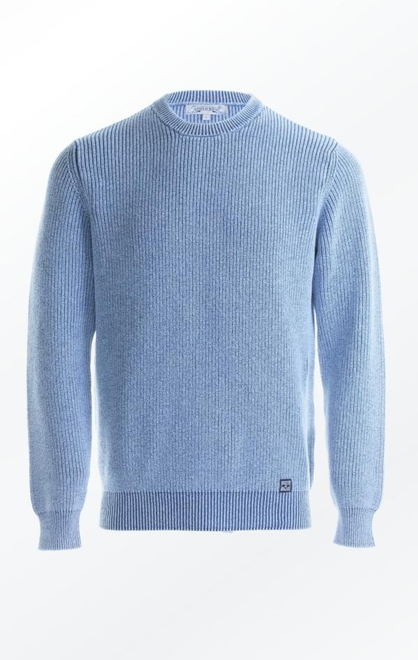 Patentstrikket Pullover i Lys Indigo Blå til Ham fra Piece of Blue